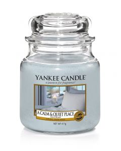A Calm & Quiet Place Yankee Candle - Medium Jar